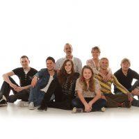 Große Familie, sitzend